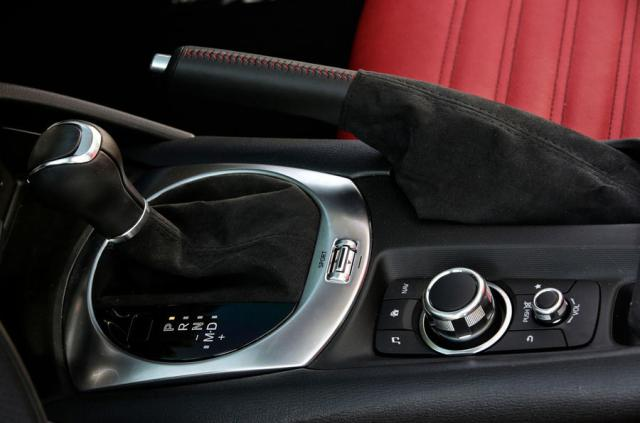 Abarth 124 GT review 2018 centre console