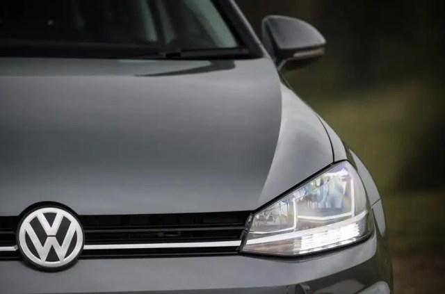 Volkswagen Golf Estate headlight