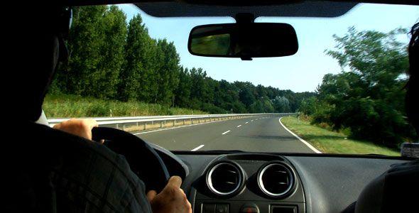 Casi la mitad de conductores no utiliza gafas de sol para conducir