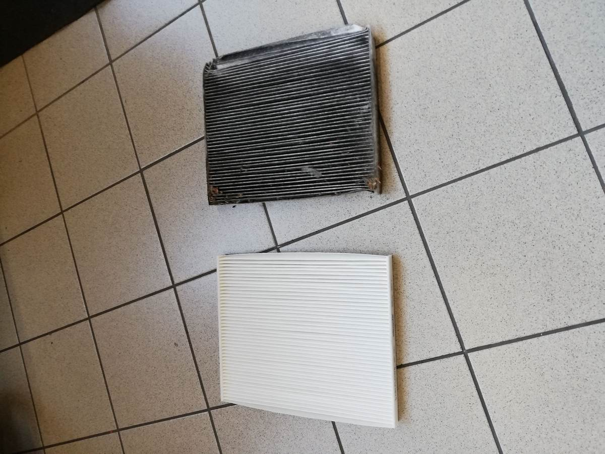 filtro abitacolo usato (in alto) e nuovo (in basso)