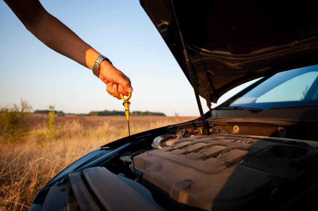 astina misurazione olio motore