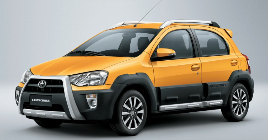 2014 Toyota Etios Cross front three quarters