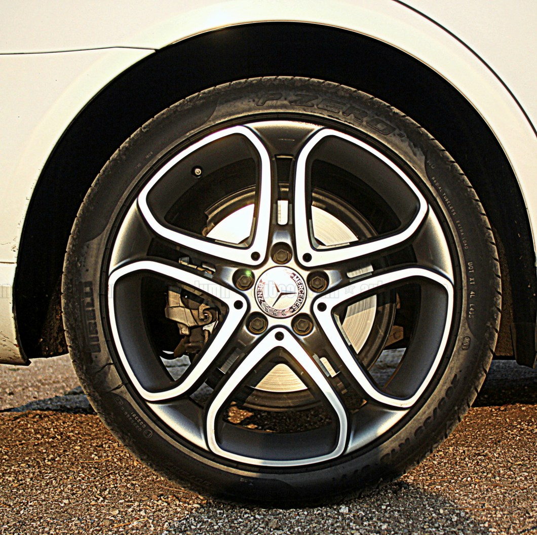Tasty 5 spoke alloy wheels really complement the overall design.