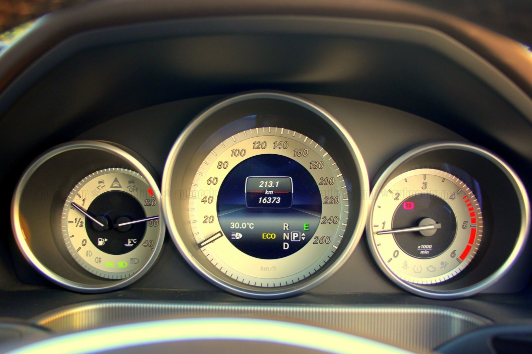 Triple pod instrument cluster looks very neat and displays all the required information