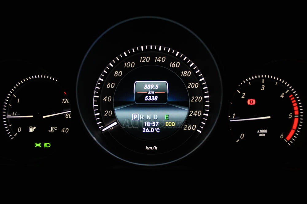 Mercedes-Benz C220 Grand edition instrument cluster