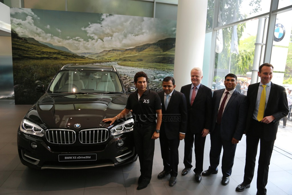 2014 BMW X5 with BMW officials