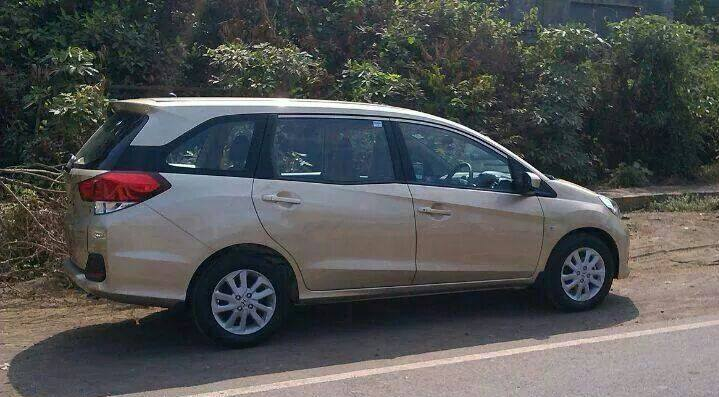 2014 Honda Mobilio side profile