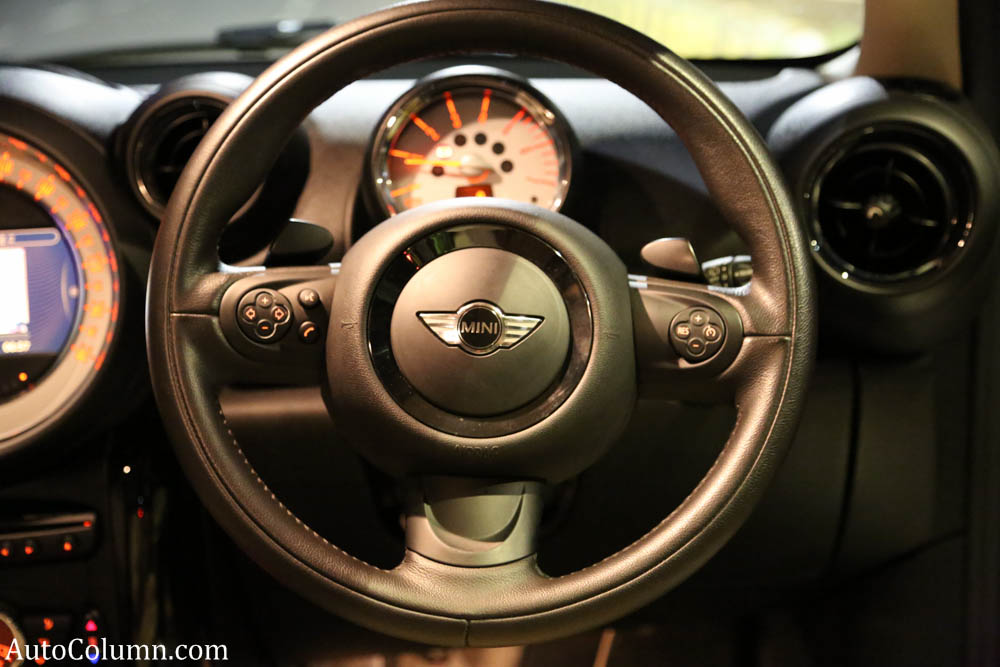 Mini-Cooper-D-Countryman-steering-wheel-1