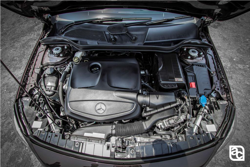2016-Mercedes-Benz-GLA-engine