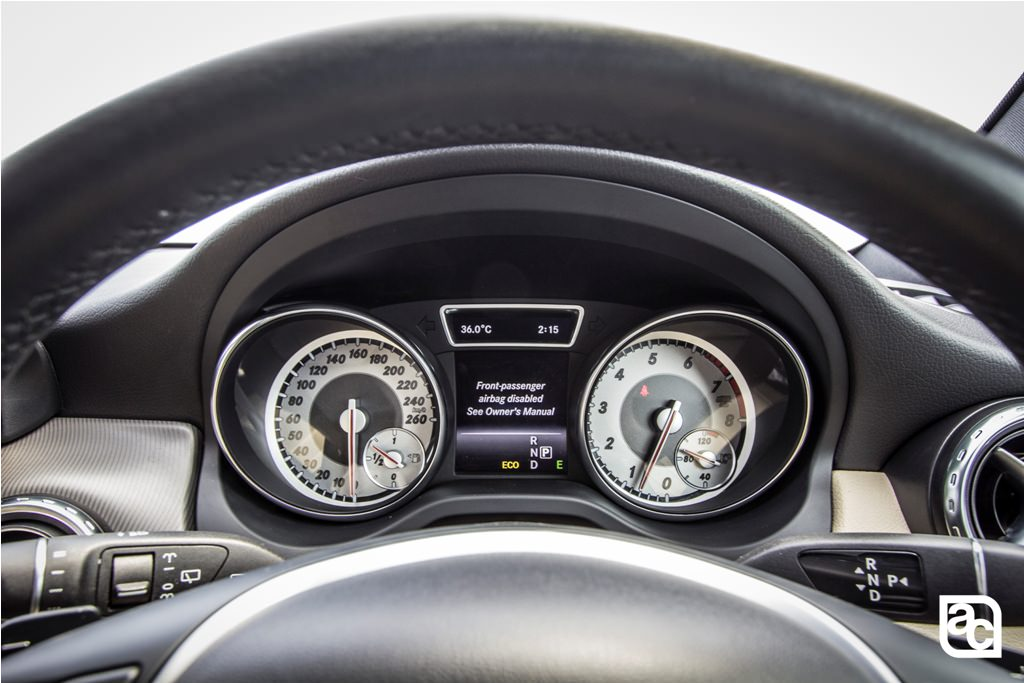 2016-Mercedes-Benz-GLA-speedo