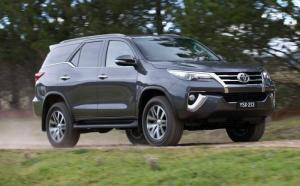 2016 Toyota Fortuner Front Three-Quarters