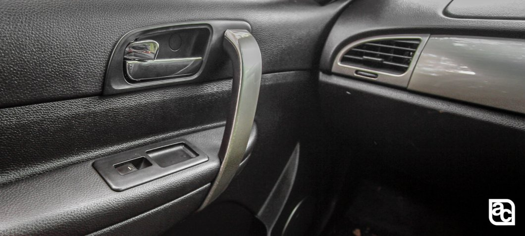 2015 Safari Strome door handle