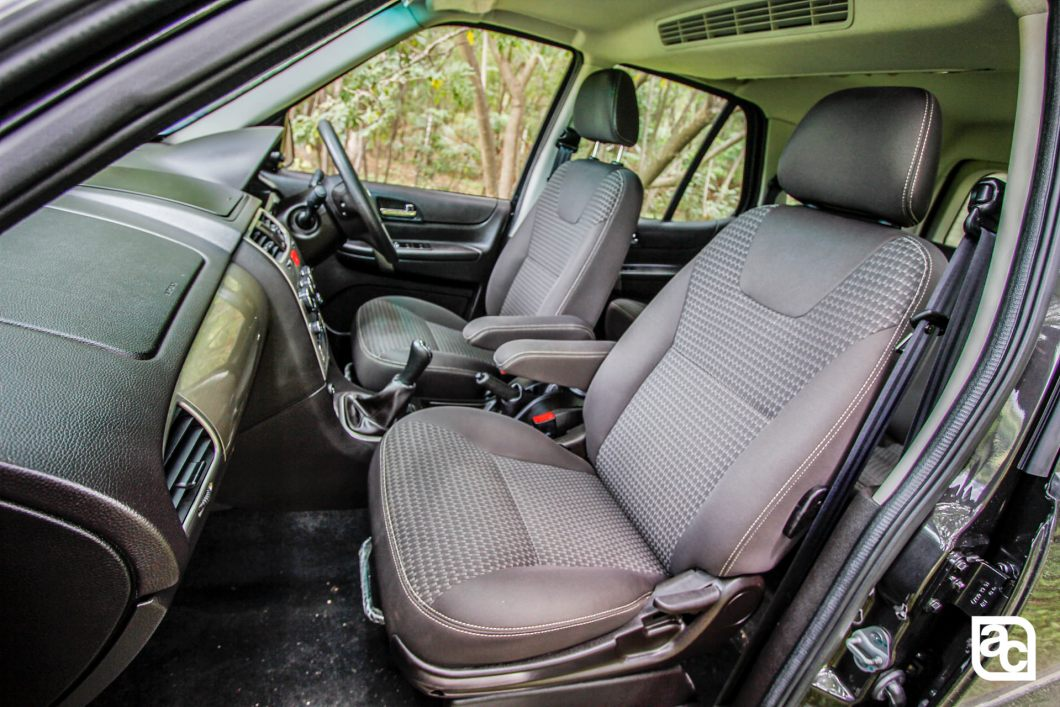 2015 Safari Storme front seats