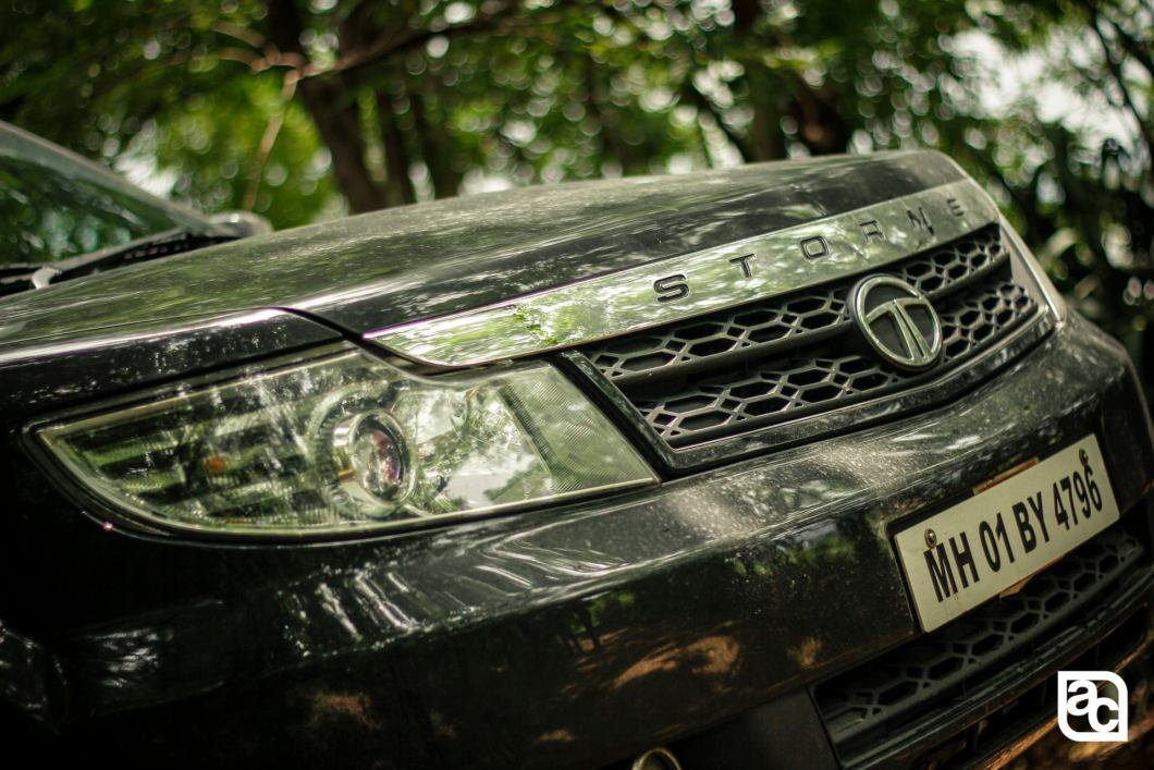 2015 Safari Storme front grille