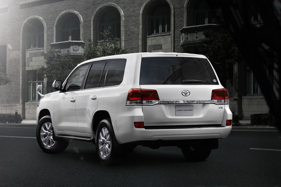 2016-Toyota-Land-Cruiser-facelift