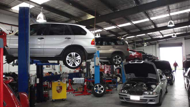 Local Garage for servicing car