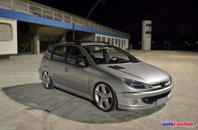 """Peugeot 206 SW Moonlight 2008 com suspensão fixa e aro 18"""""""