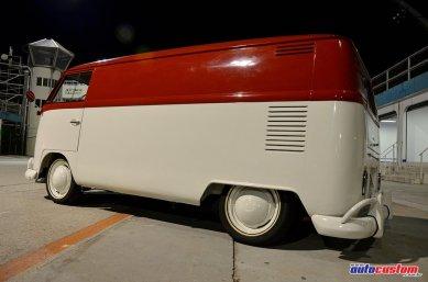 kombi-furgao-1972-branca-vermelha-rebaixada-1