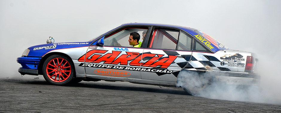 Omega fazendo burnout na sétima edição do Mega Motor realizado em Sumaré (SP) 2012