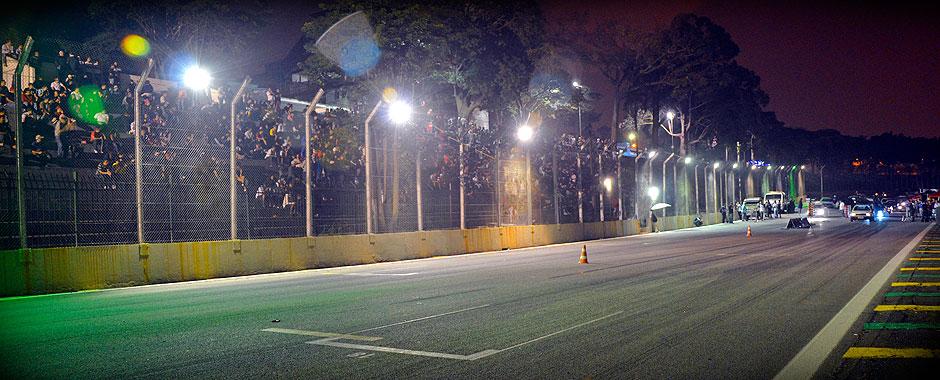 Arrancada Noturna - Arquibancada e Largada do Autódromo de Interlagos no 2º Treino Livre em Interlagos de 2013