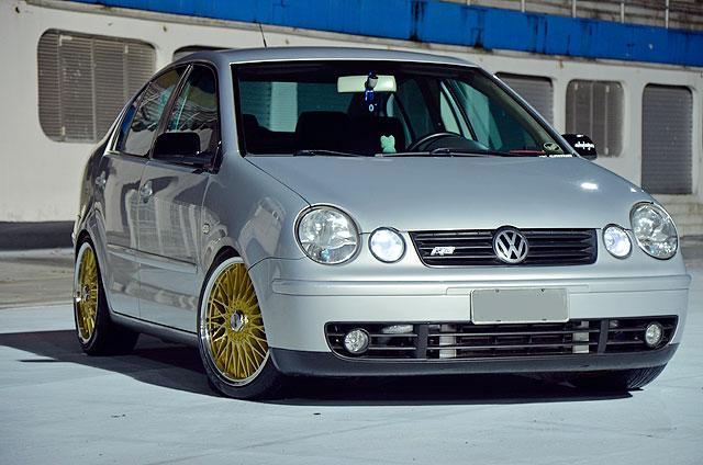 Polo Sedan 2006 com turbo, som, aro 17 e suspensão preparada