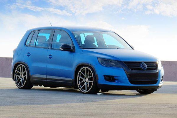 VW Tiguan 2009 azul metálico fosco, aro 20, rebaixado e som