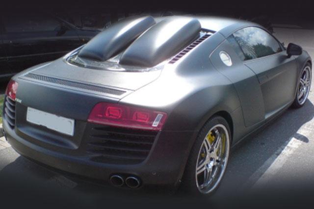 Audi R8 bizarre