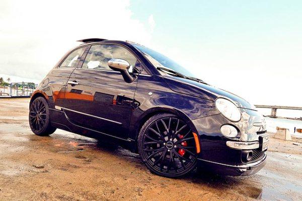Fiat 500 2013 com aro 18 e suspensão rebaixada