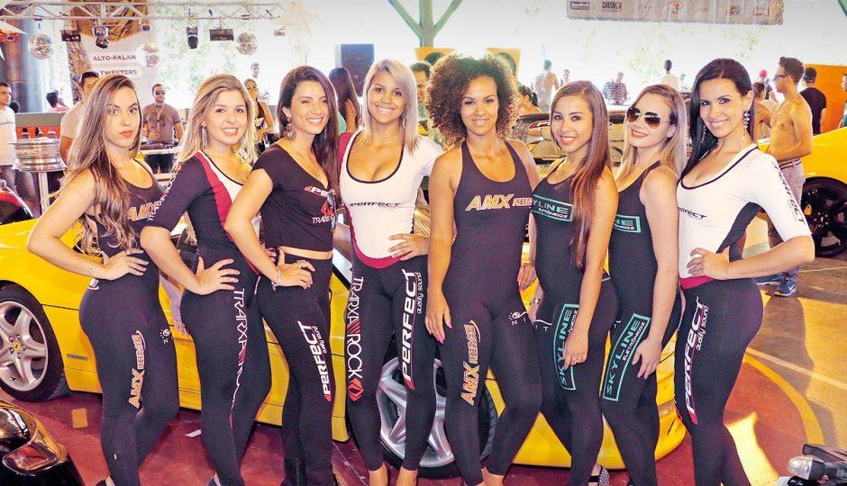 Garotas no Tuning Show Brasil 2014 em São José dos Campos