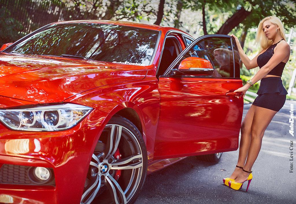 Camilinha Valverde e sua BMW 320i com aro 20