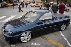Pick-up Corsa azul aro 18 rebaixada catavento