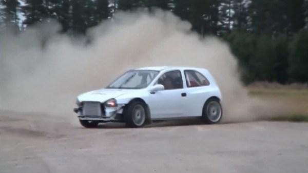Corsa 4x4 fazendo Drift