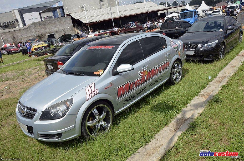 9-mega-motor-2013-burnout-wheeling-carros-som-003
