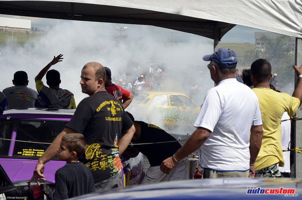 9-mega-motor-2013-burnout-wheeling-carros-som-070