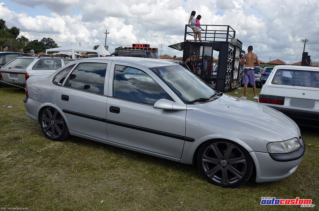 9-mega-motor-2013-burnout-wheeling-carros-som-080