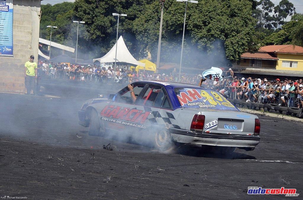 9-mega-motor-2013-burnout-wheeling-carros-som-147