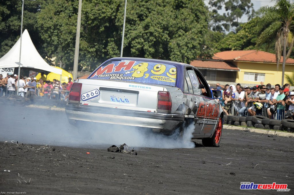 9-mega-motor-2013-burnout-wheeling-carros-som-149