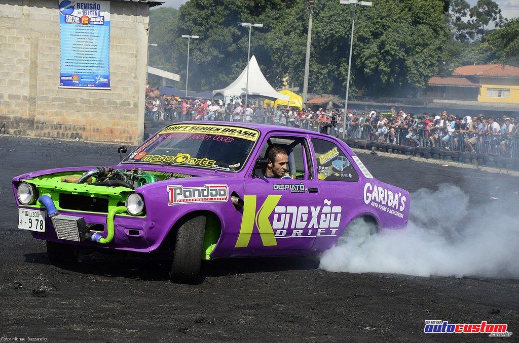 9-mega-motor-2013-burnout-wheeling-carros-som-156
