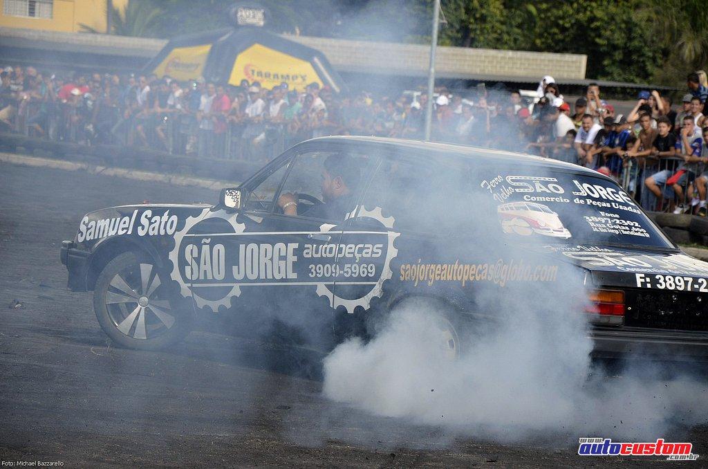 9-mega-motor-2013-burnout-wheeling-carros-som-180