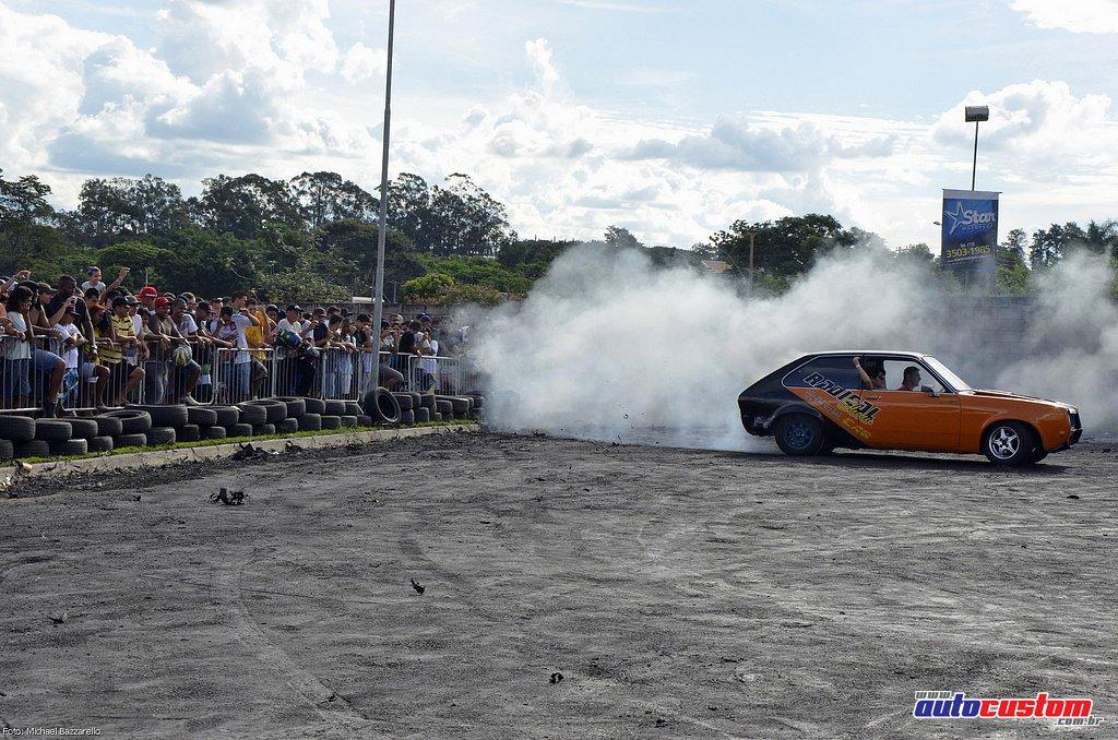 9-mega-motor-2013-burnout-wheeling-carros-som-196