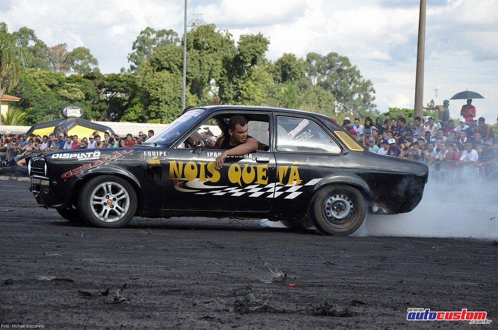 9-mega-motor-2013-burnout-wheeling-carros-som-201