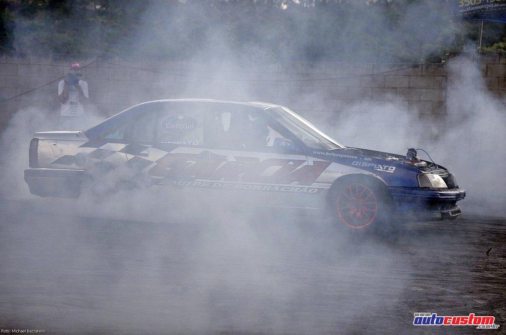 9-mega-motor-2013-burnout-wheeling-carros-som-205