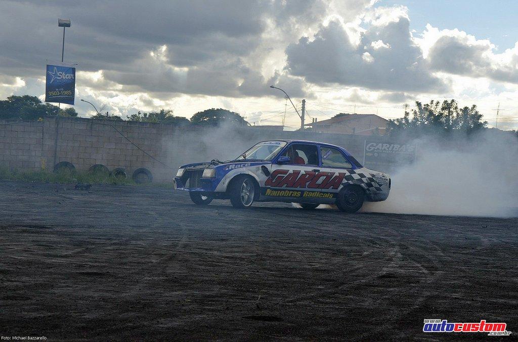 9-mega-motor-2013-burnout-wheeling-carros-som-225