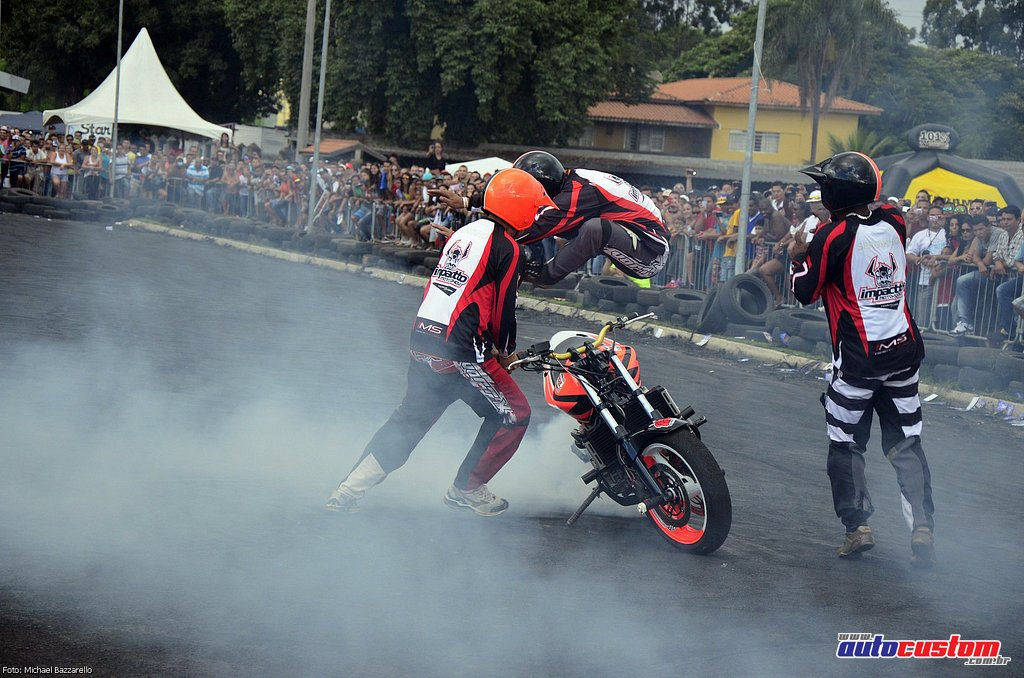 9-mega-motor-2013-burnout-wheeling-carros-som-246