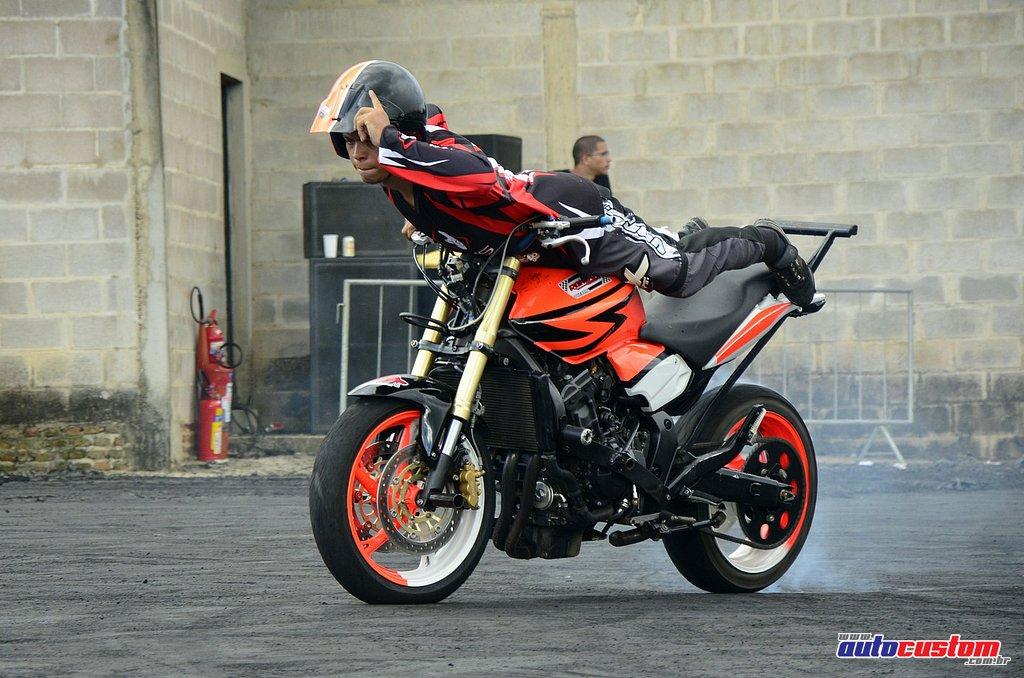 9-mega-motor-2013-burnout-wheeling-carros-som-250