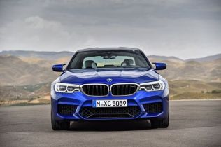 P90272999_lowRes_the-new-bmw-m5-08-20
