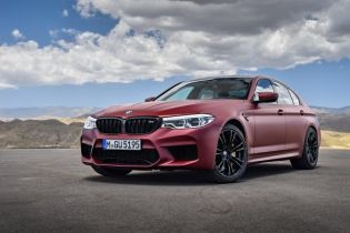 P90273030_lowRes_the-bmw-m5-first-edi
