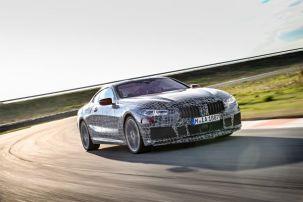 La nouvelle BMW Série 8 Coupé en test dynamique sur circuit en Italie.