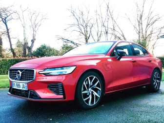 Nouvelle Volvo S60 T8 Twin Engine R-Design First Edition
