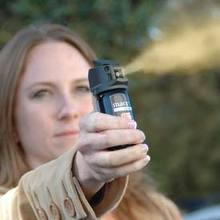 La bombe lacrymo : une arme d' auto défense ?